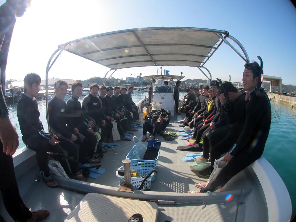 一起去沖繩青洞浮潛!!